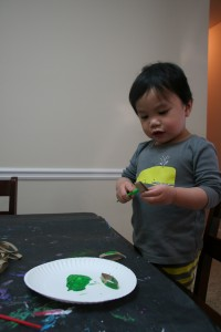 St Patrick's Day Toddler Craft - Toilet paper shamrocks + pop up art